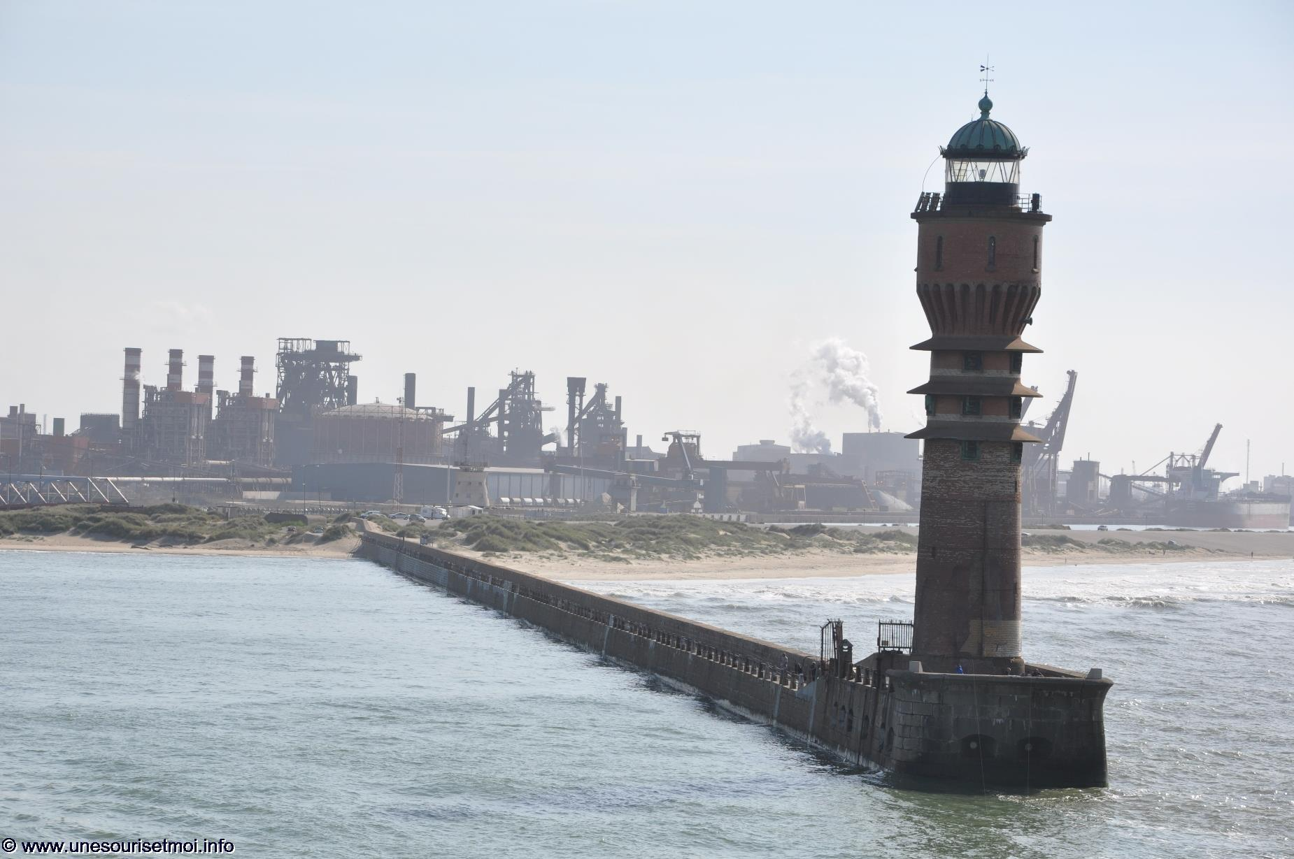 phare-a-la-pointe-du-port-de-dunkerque-photos-decouvertes-