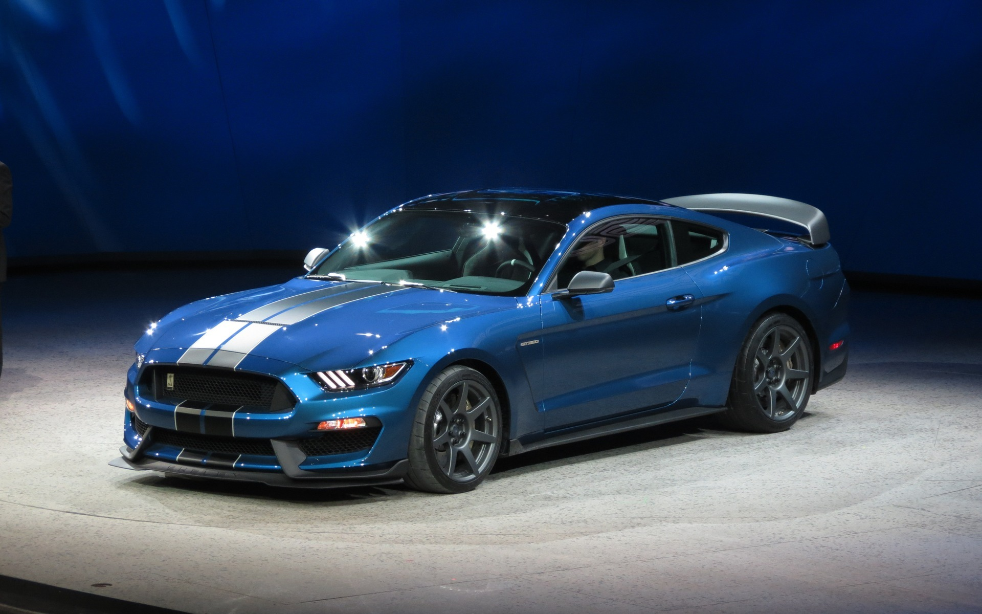 Ford-Mustang-Wide-Screen-Wallpapers_09