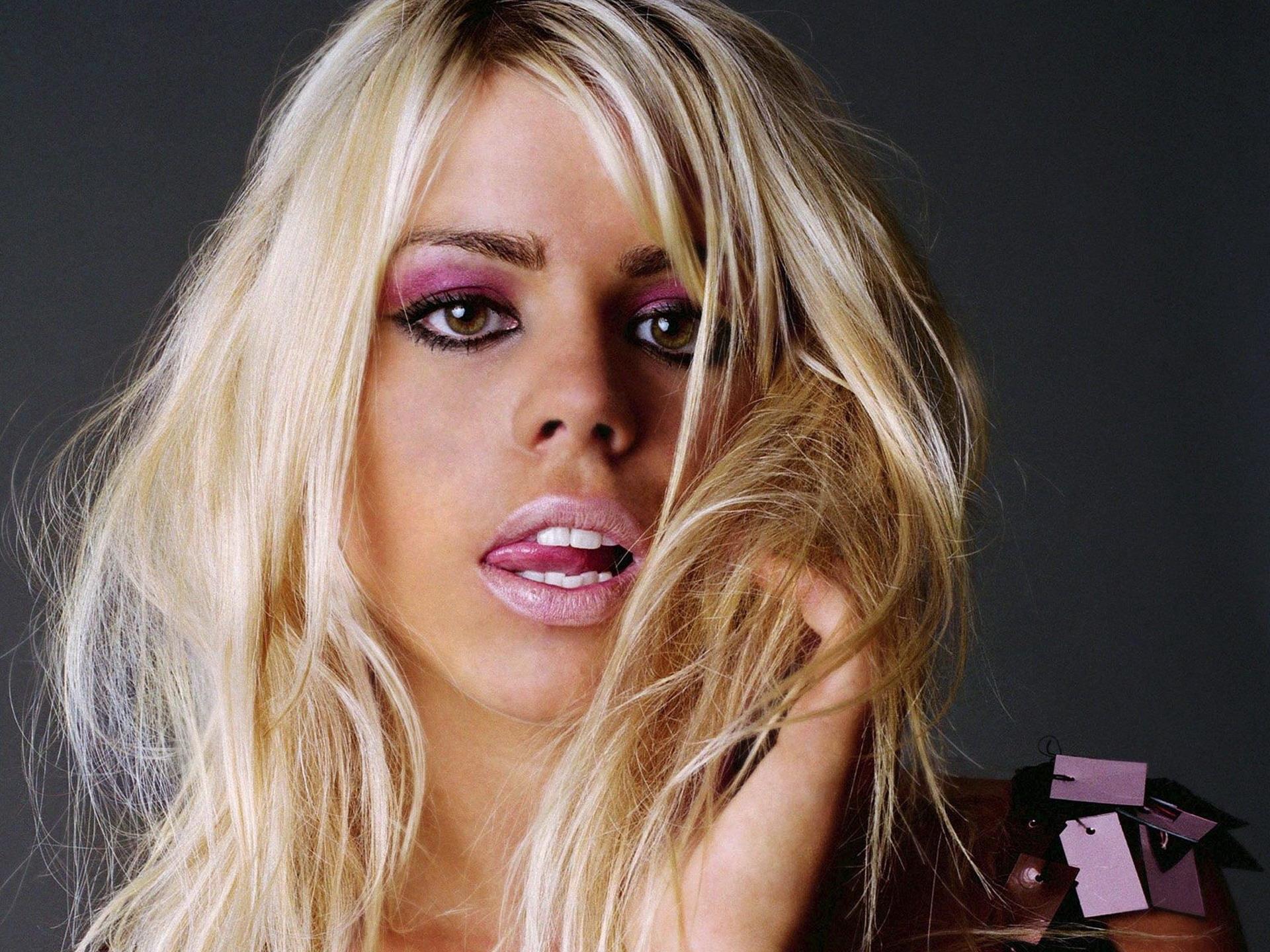 fond-ecran-filles-blondes_31