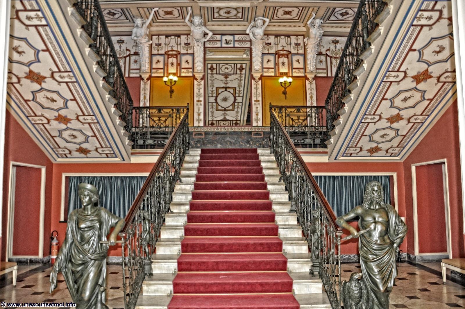 escalier-entree_HDR_palais-achilleion_sissi-imperatrice_visite-de-corfou_04