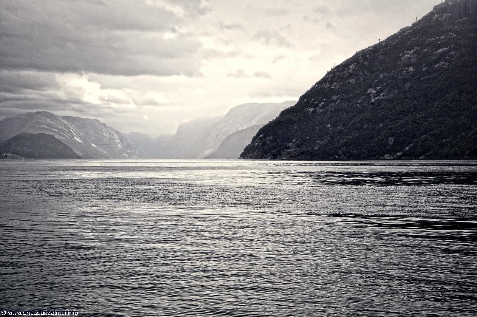 norvege_entree-du-fjord_sous-les-nuages