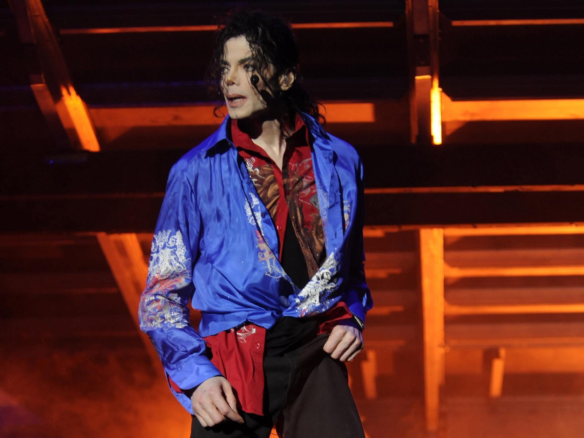 michael-jackson_last-pictures-of-this-is-it-remember-and-download_02