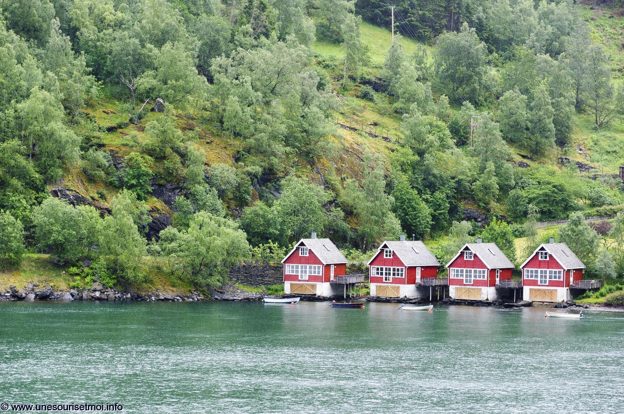 maisons-rouges-retouche-photo-pour-un-concours