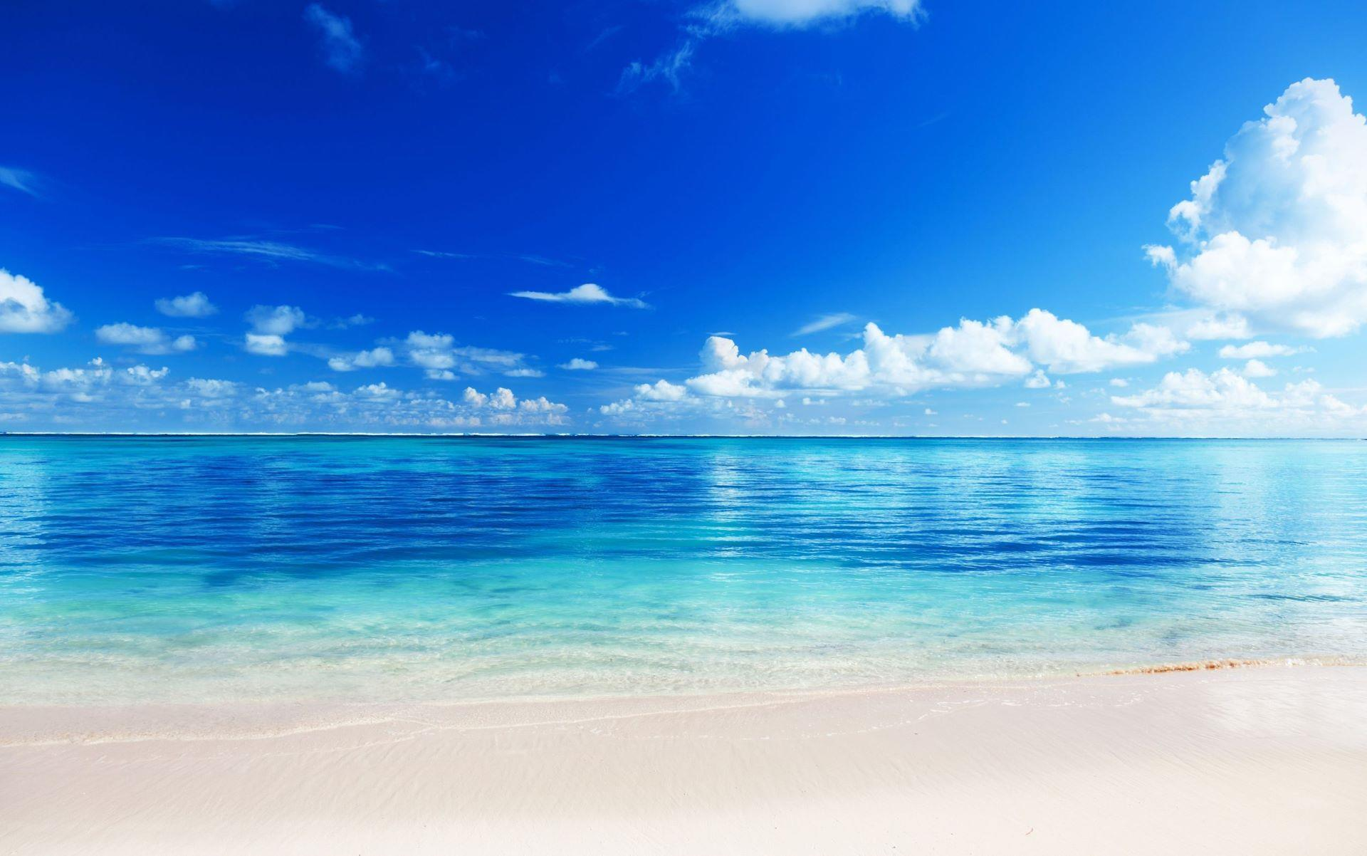 fond-ecran-plage-ete-soleil-sable-blanc