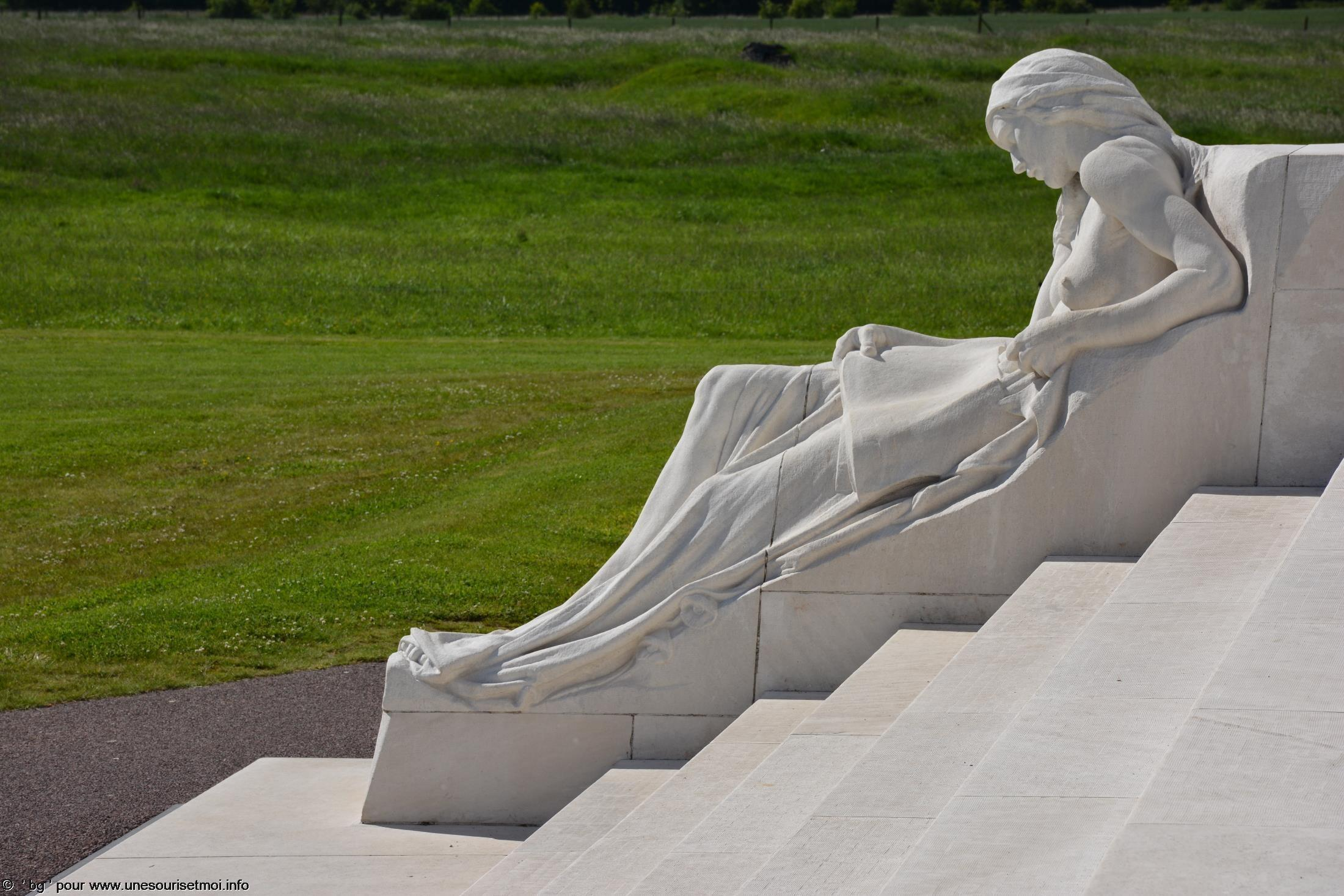 statues-et-sculptures-premiere-guerre-mondiale-le-parc-et-le-memorial-canadien-de-vimy_5