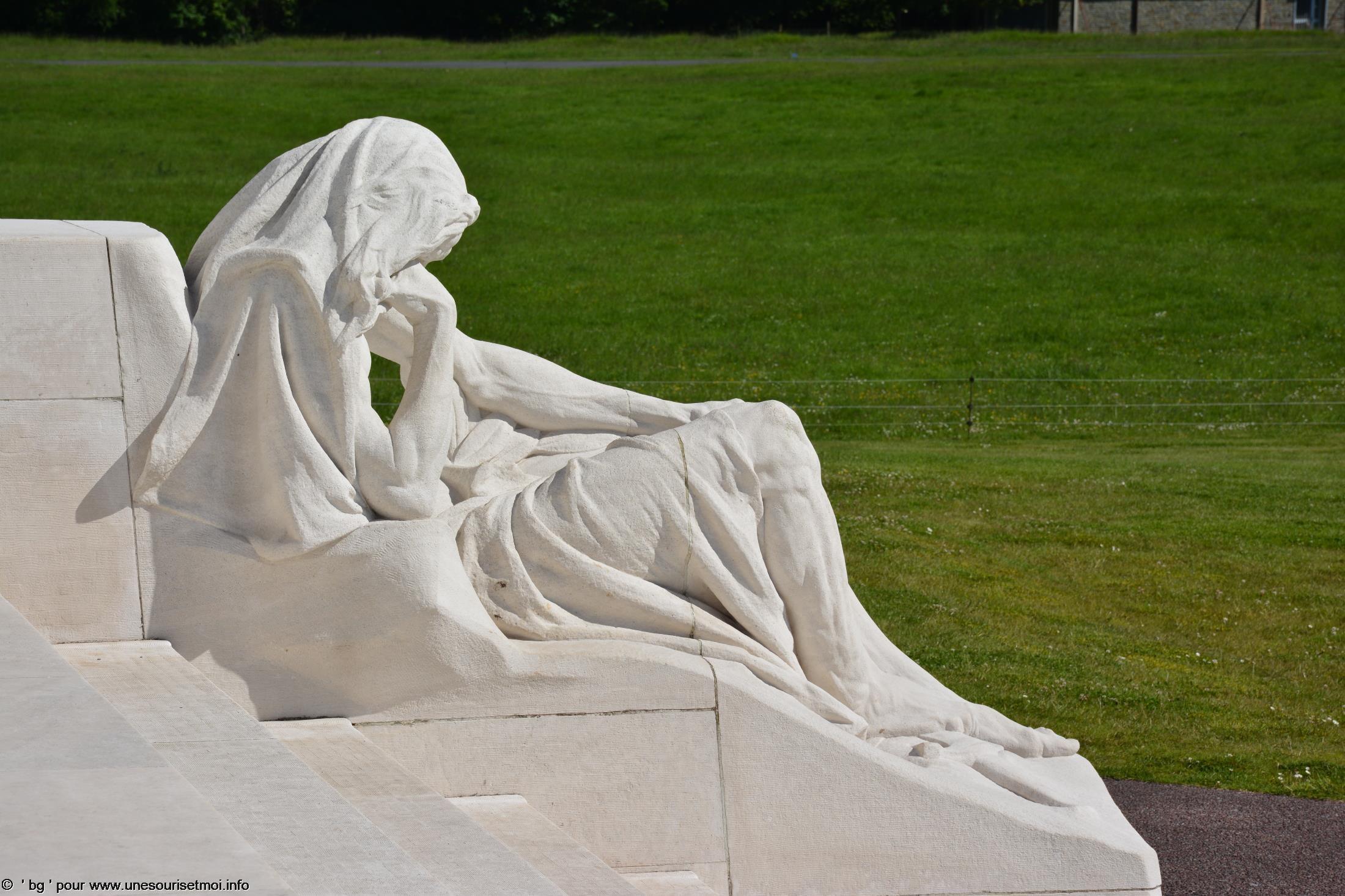 statues-et-sculptures-premiere-guerre-mondiale-le-parc-et-le-memorial-canadien-de-vimy_6