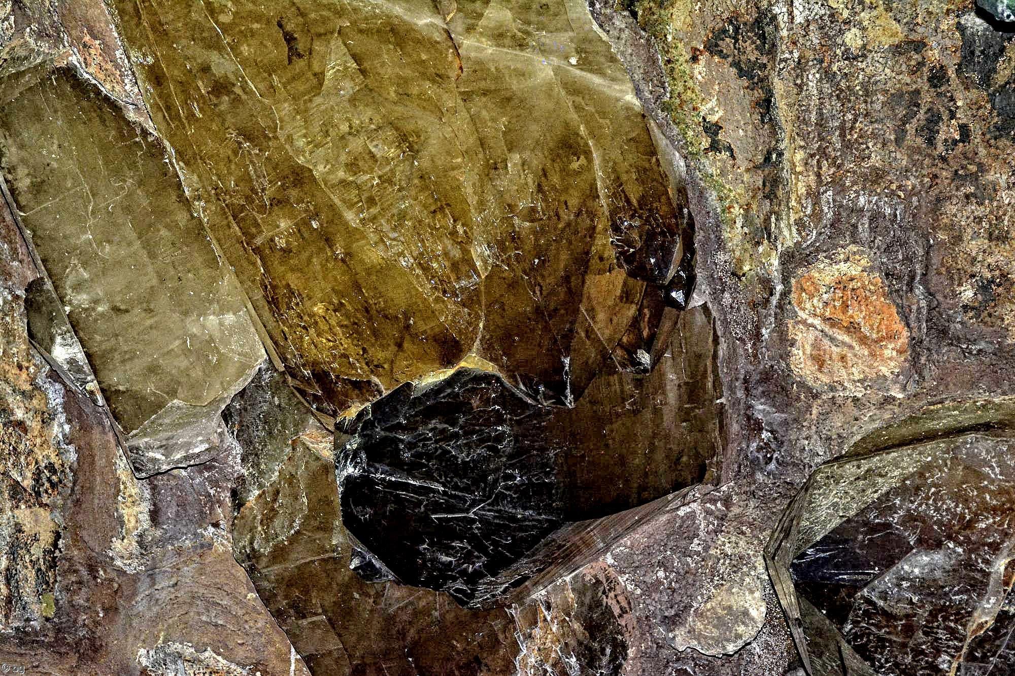 geode-mineraux-et-cristaux-en-HDR_1