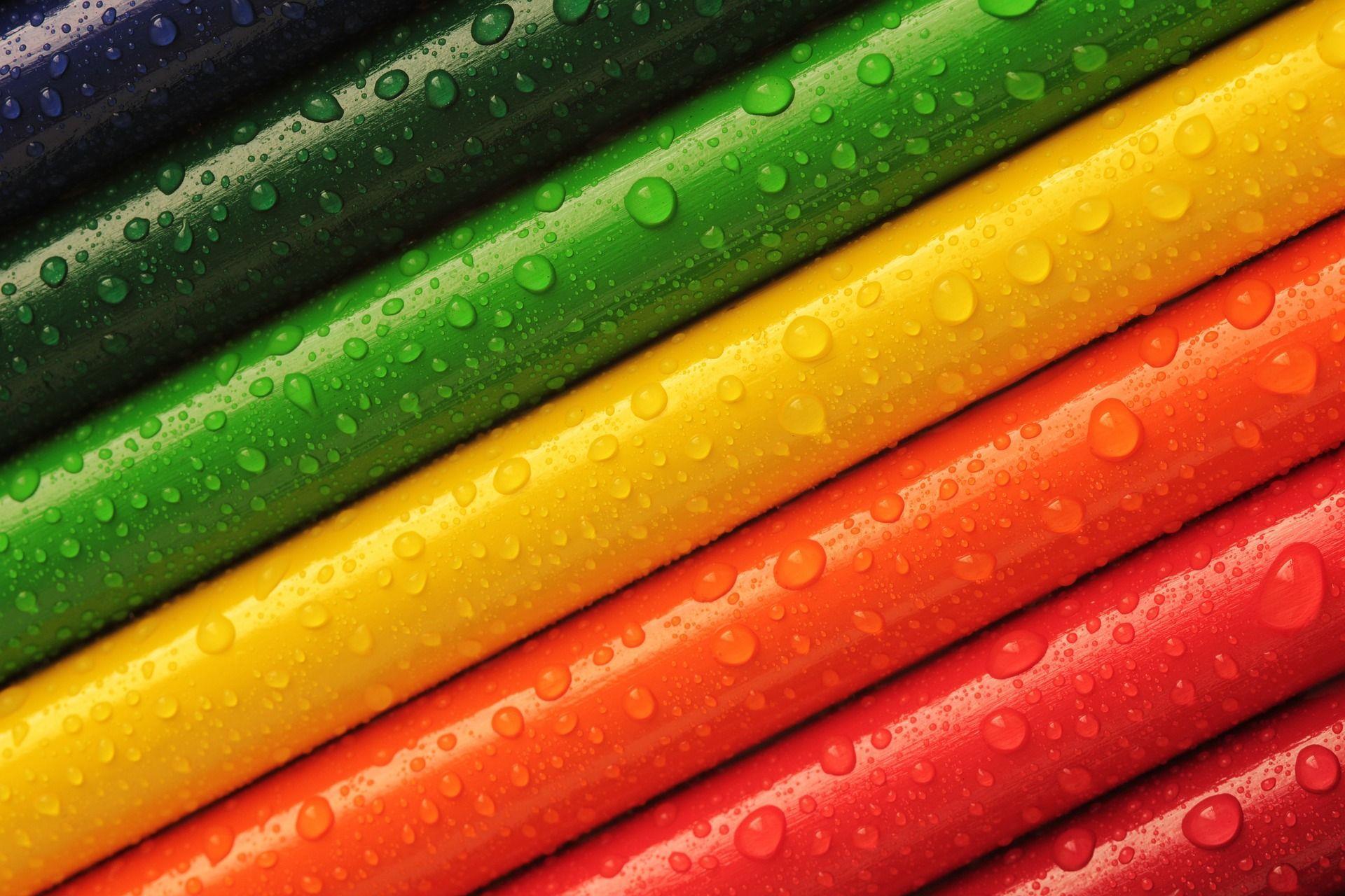 humides-les-crayons-de-couleur