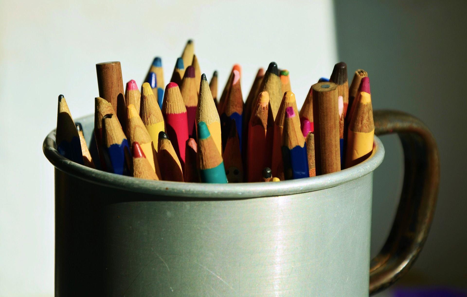 pot-de-crayons-de-couleurs