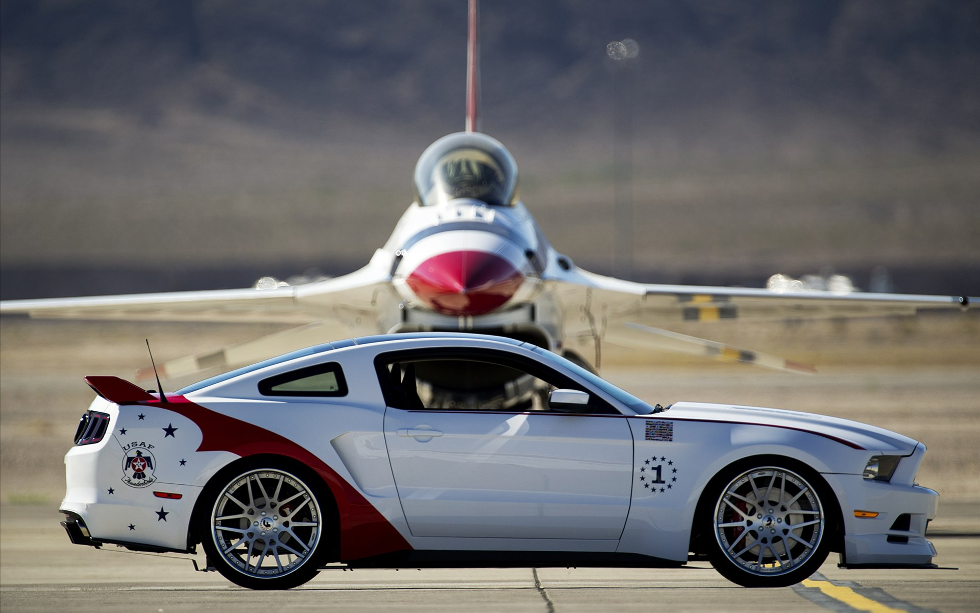 ford-mustang-et-avion
