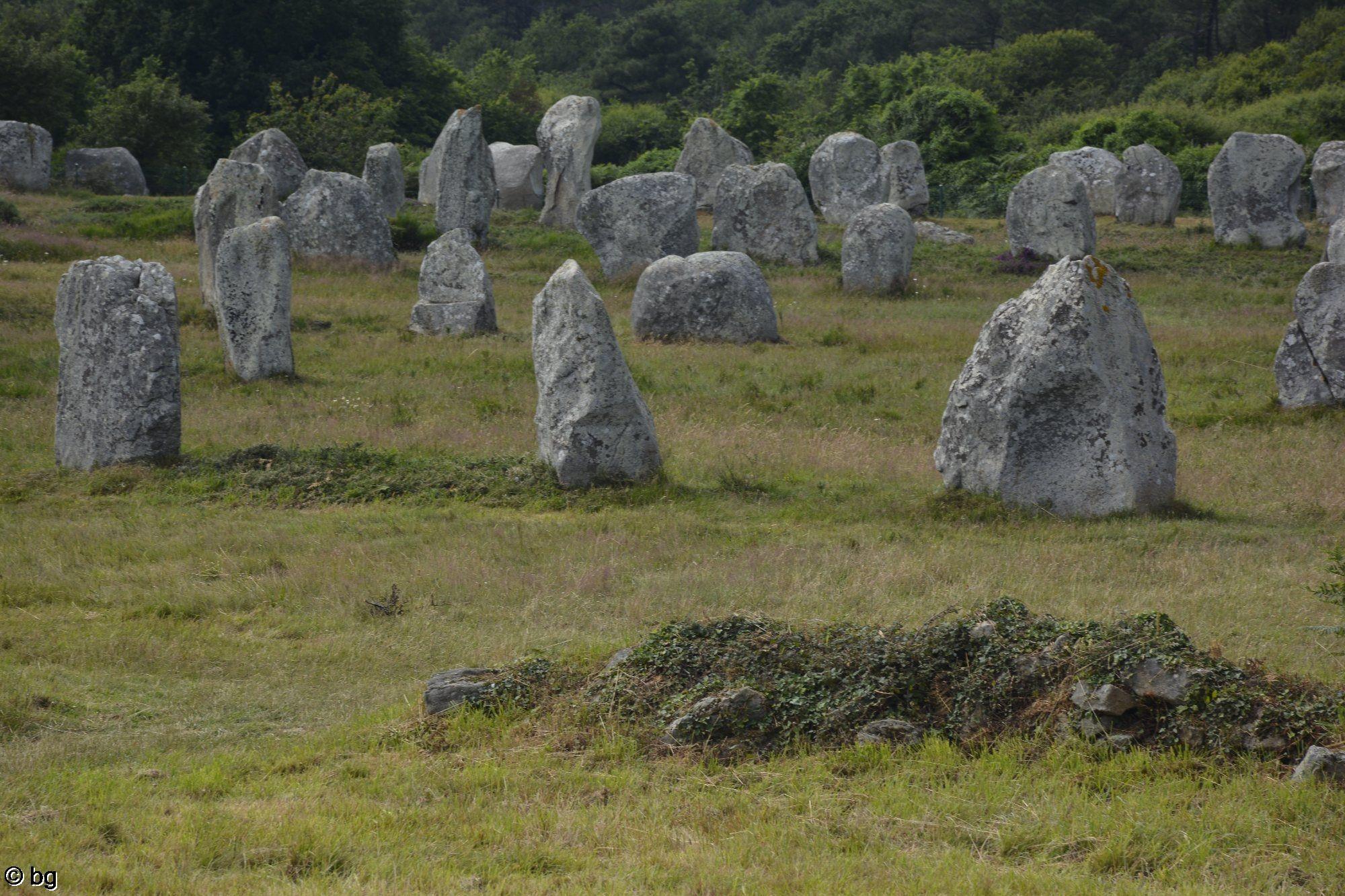 menhirs-et-dolmens-en-bretagne-france