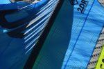 le-bleu-de-la-voile-sur-le-sable