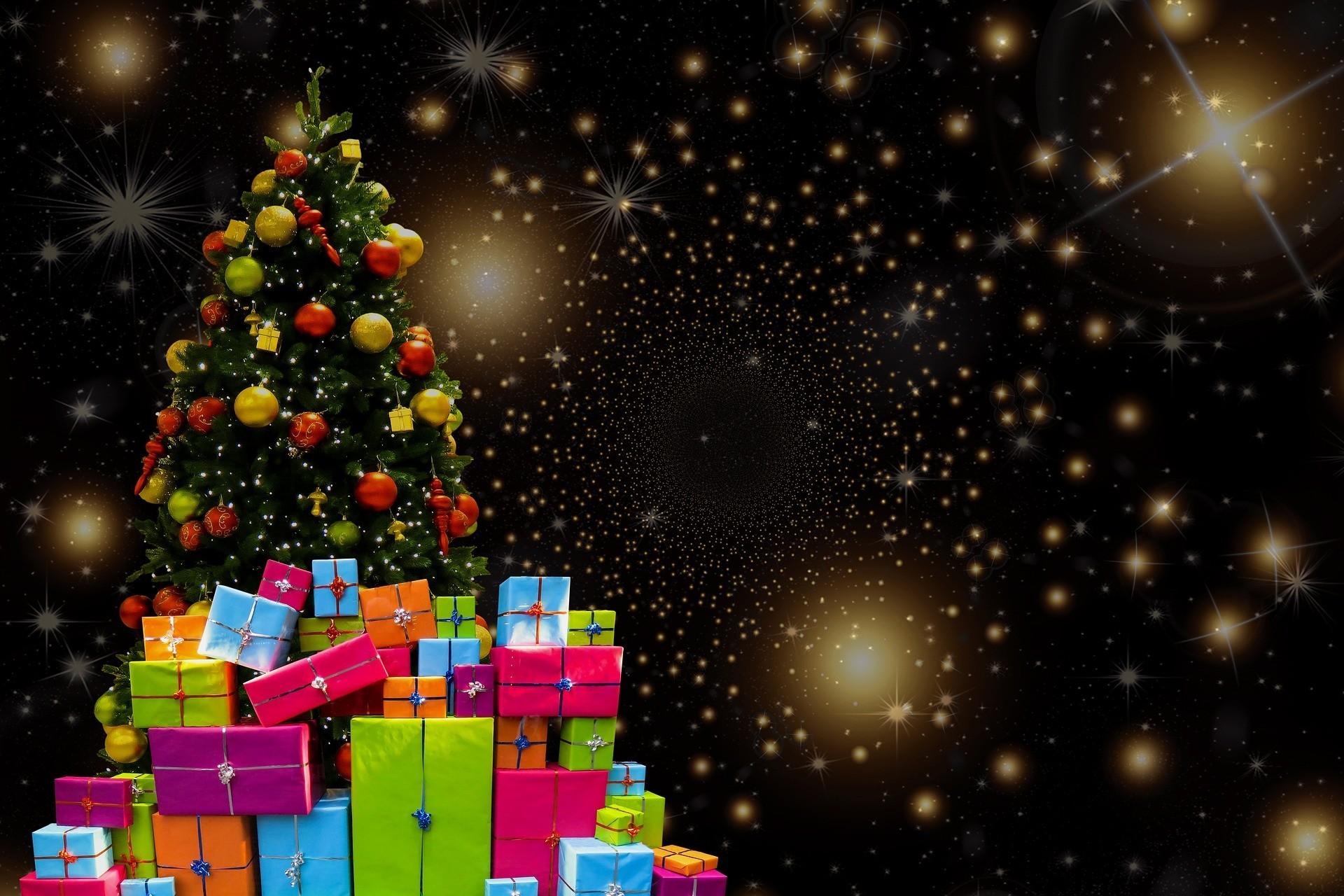 cadeaux-au-pied-du-sapin-noel-idee-deco-gratuite