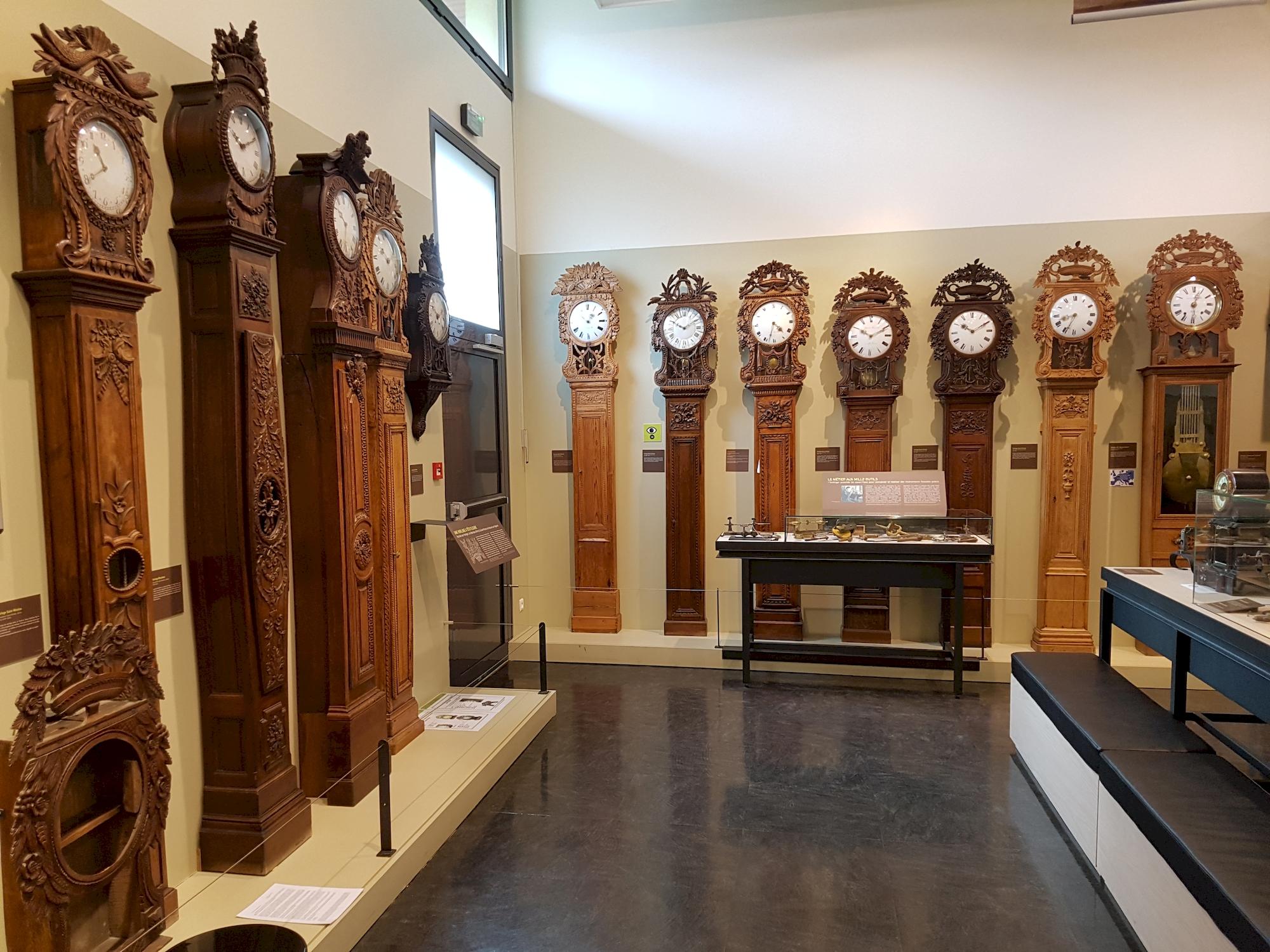 Salle-des-horloges-au-musee-de-l-horlogerie-Saint-Nicolas-d-Aliermont