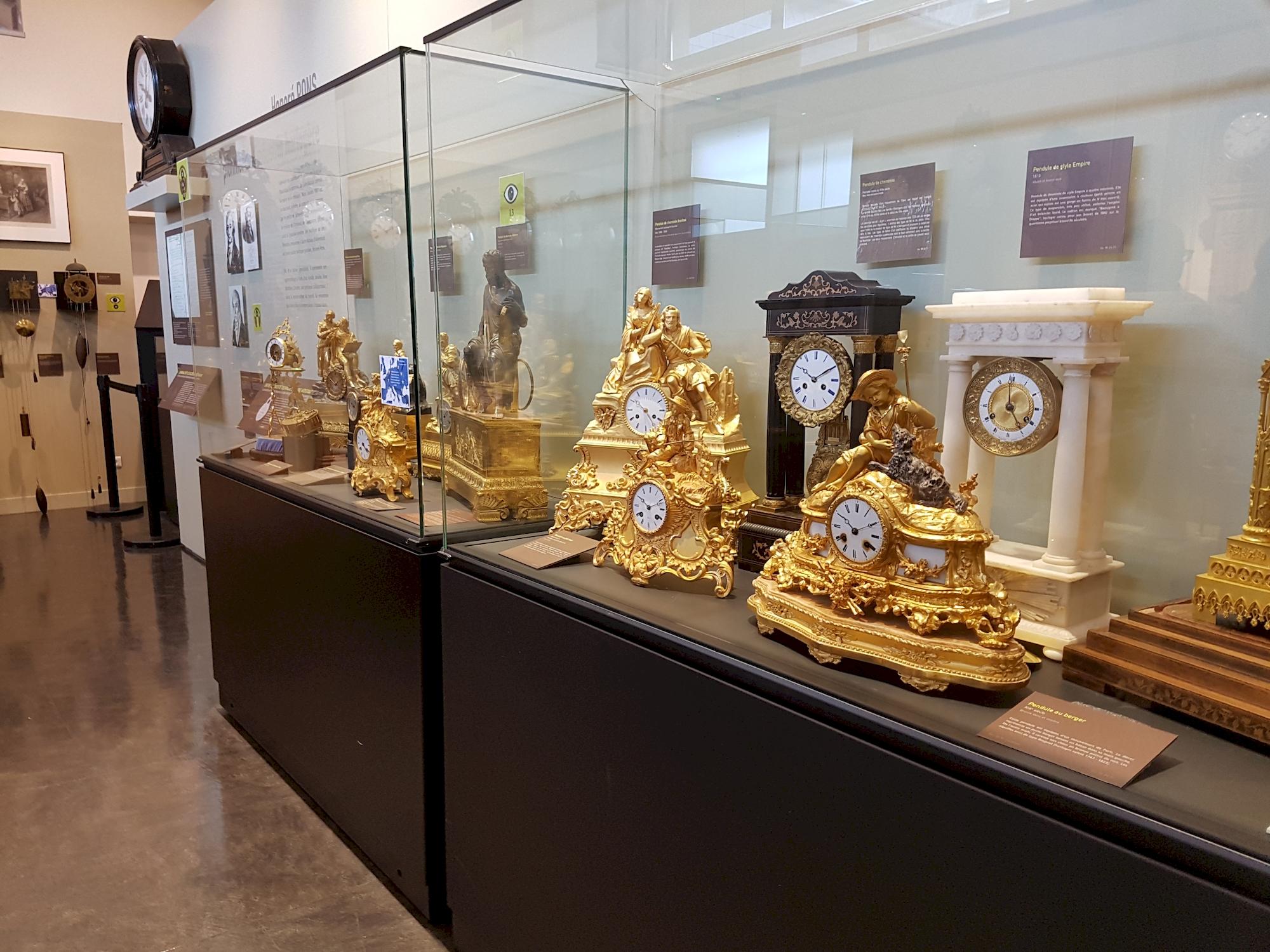 musee-de-horlogerie-Saint-Nicolas-d-Aliermont-vitrine