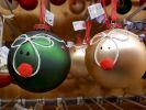 deux-boules-cadeau-de-noel-gratuit-en-vitrine