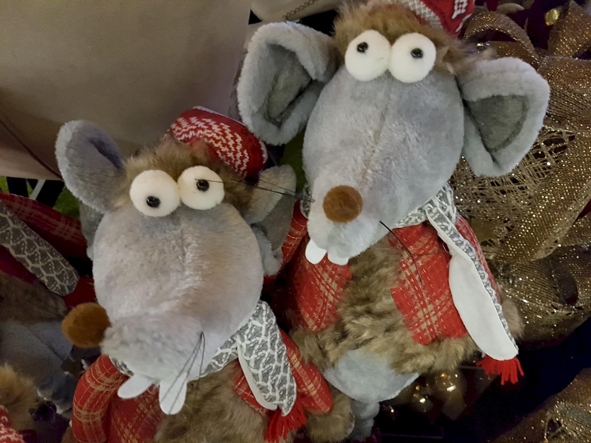 deux-souris-grises-decos-en-promo-NOEL