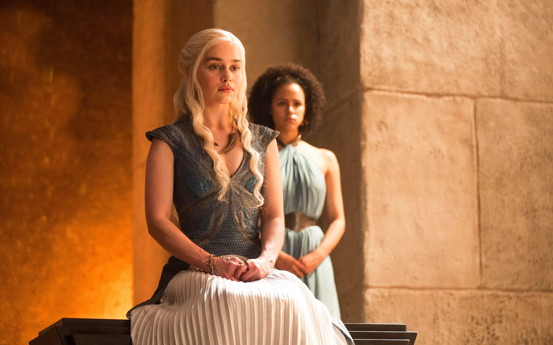 Daenerys-Targaryen-le-Trone-de-fer