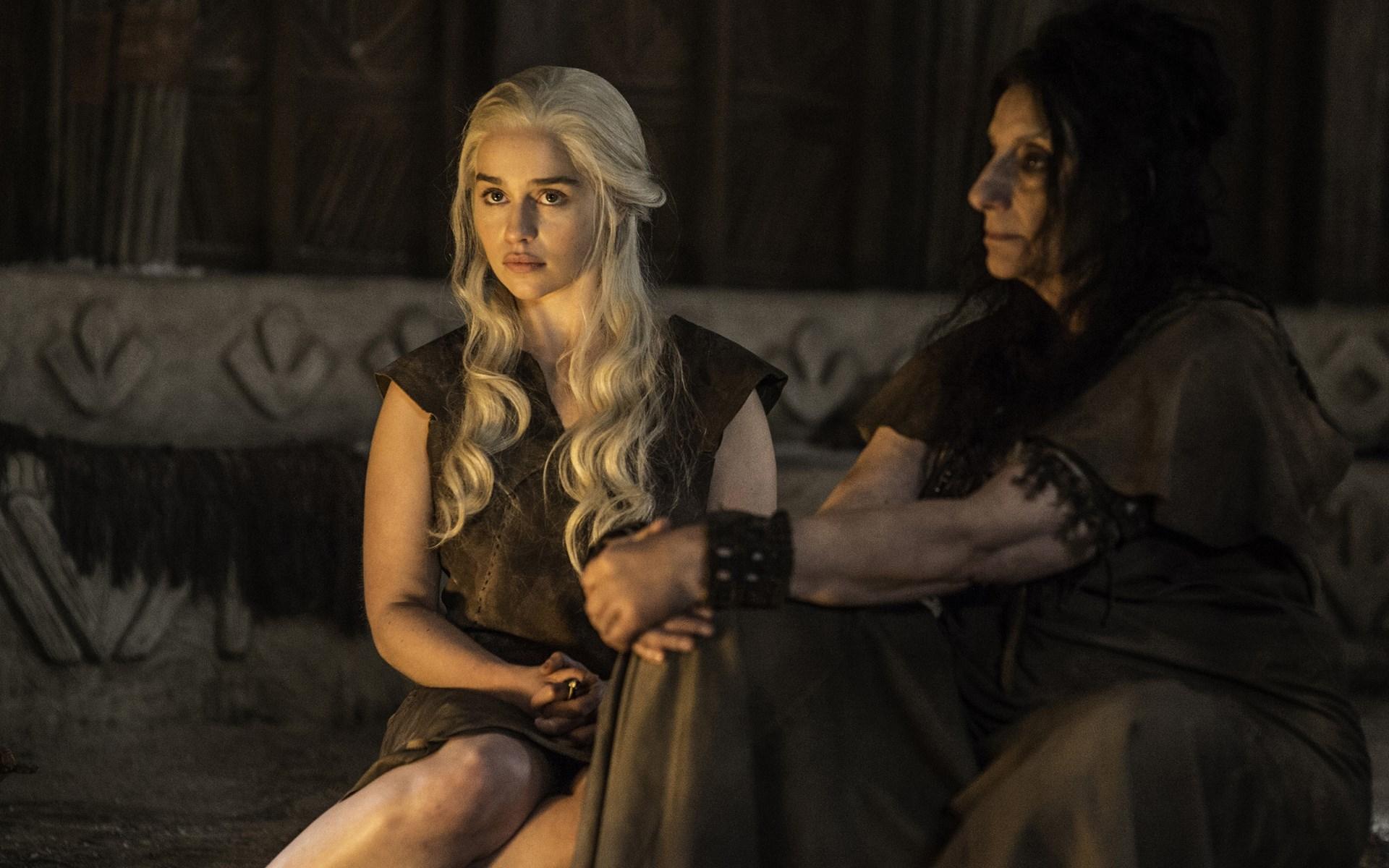 Daenerys-Targaryen-le-Trone-de-fer_TV
