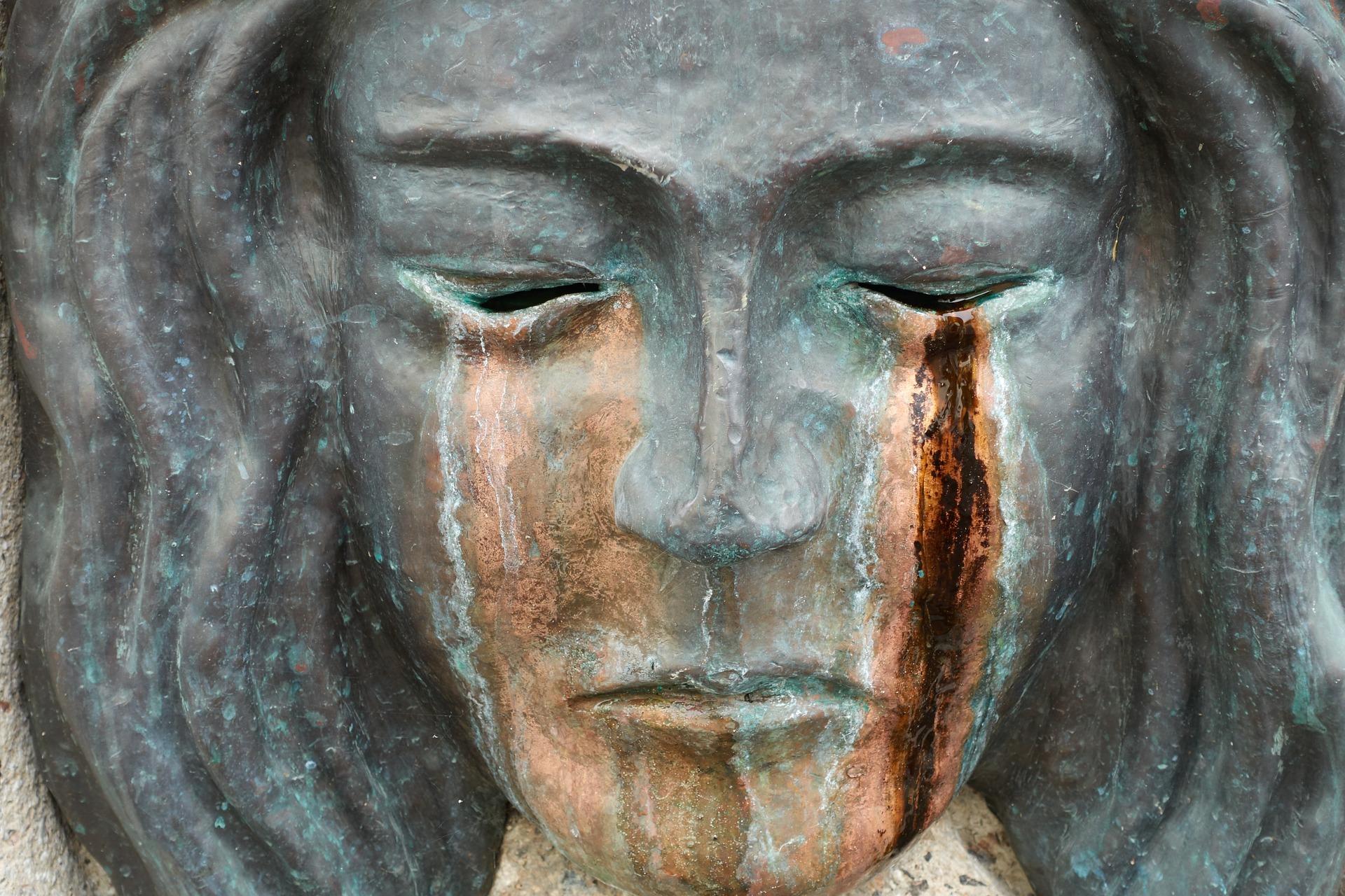 sculpture-masque-en-pierre