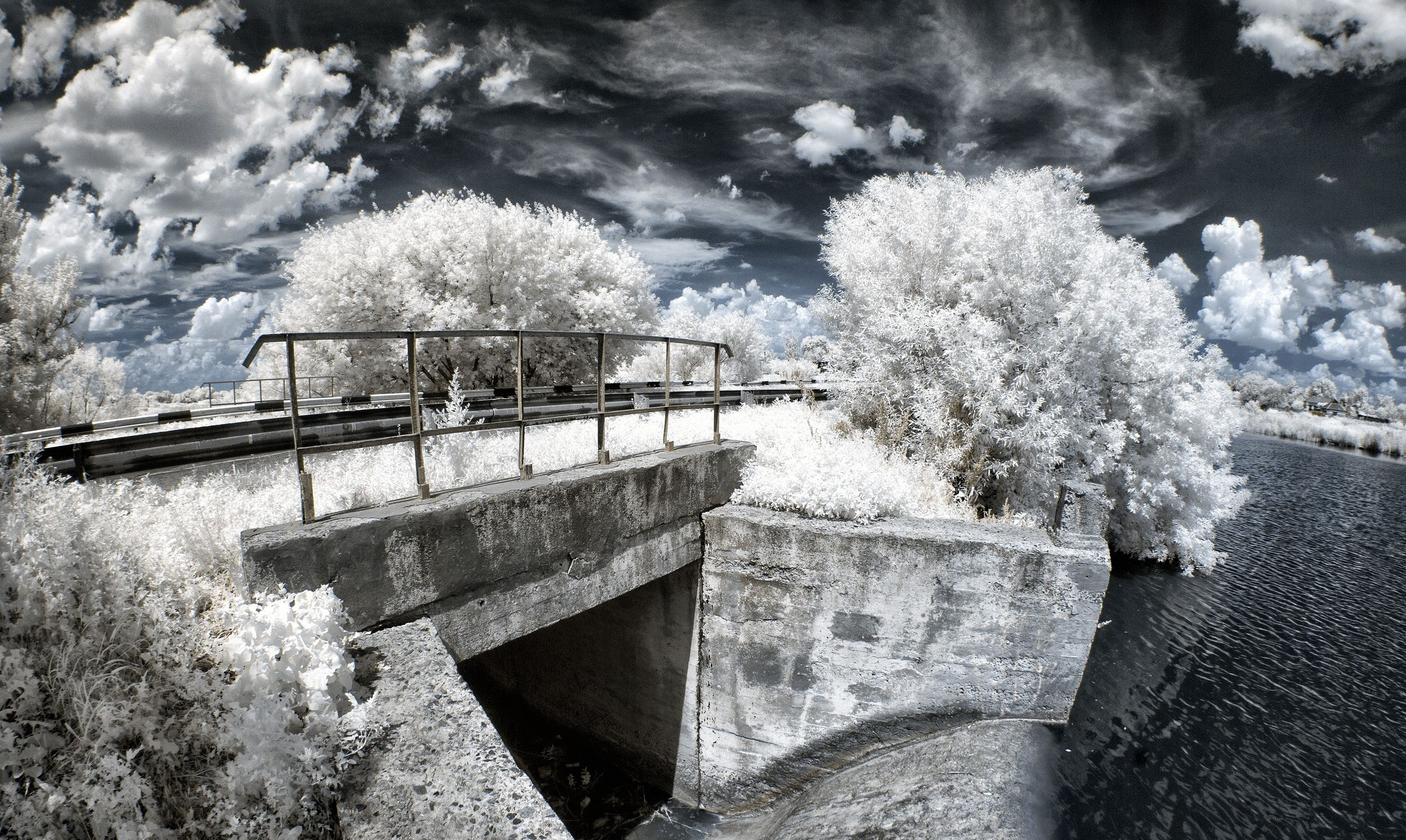 le-pont-IR-photo