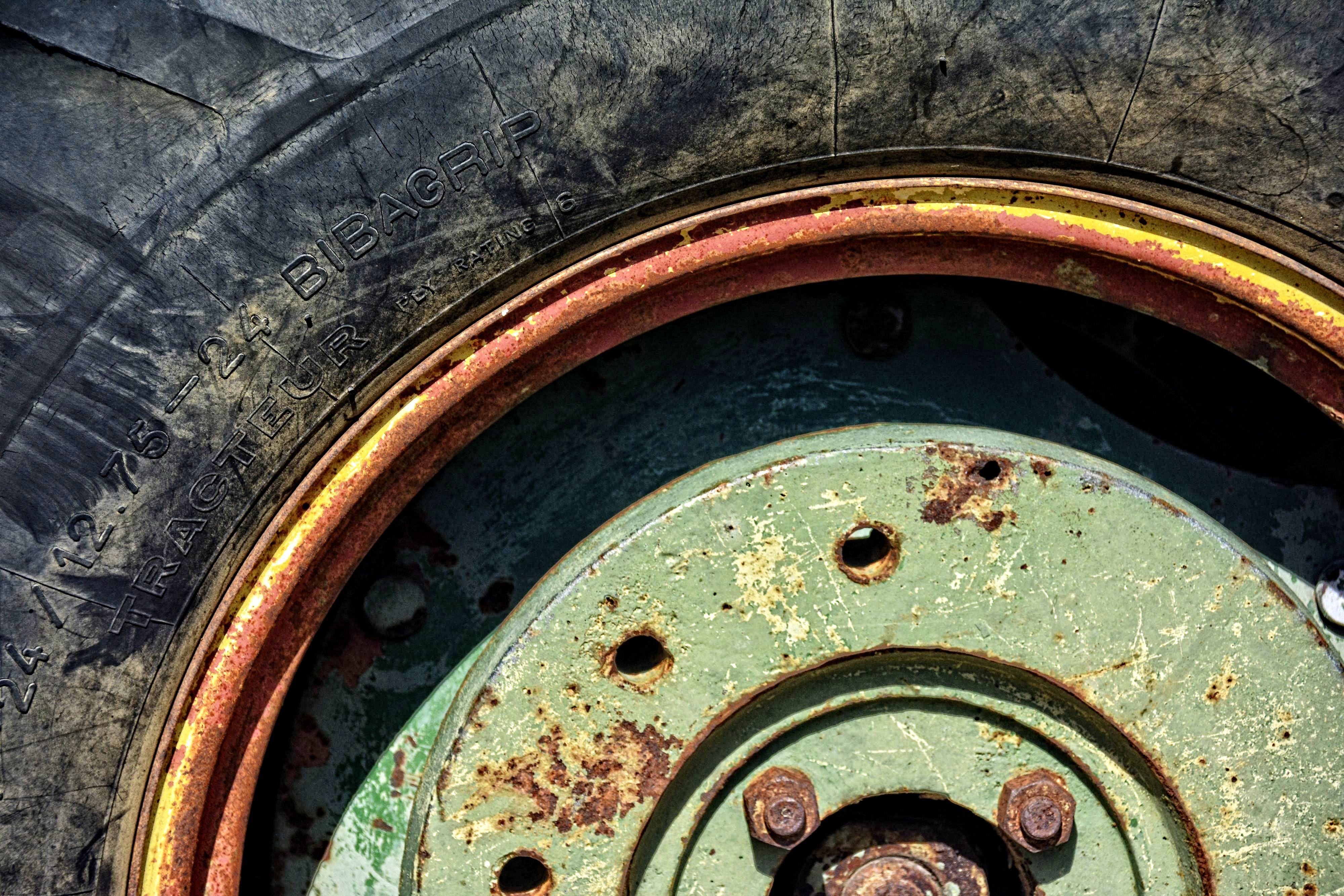 bibagrie-pneu-tracteur-vintage-mecanique