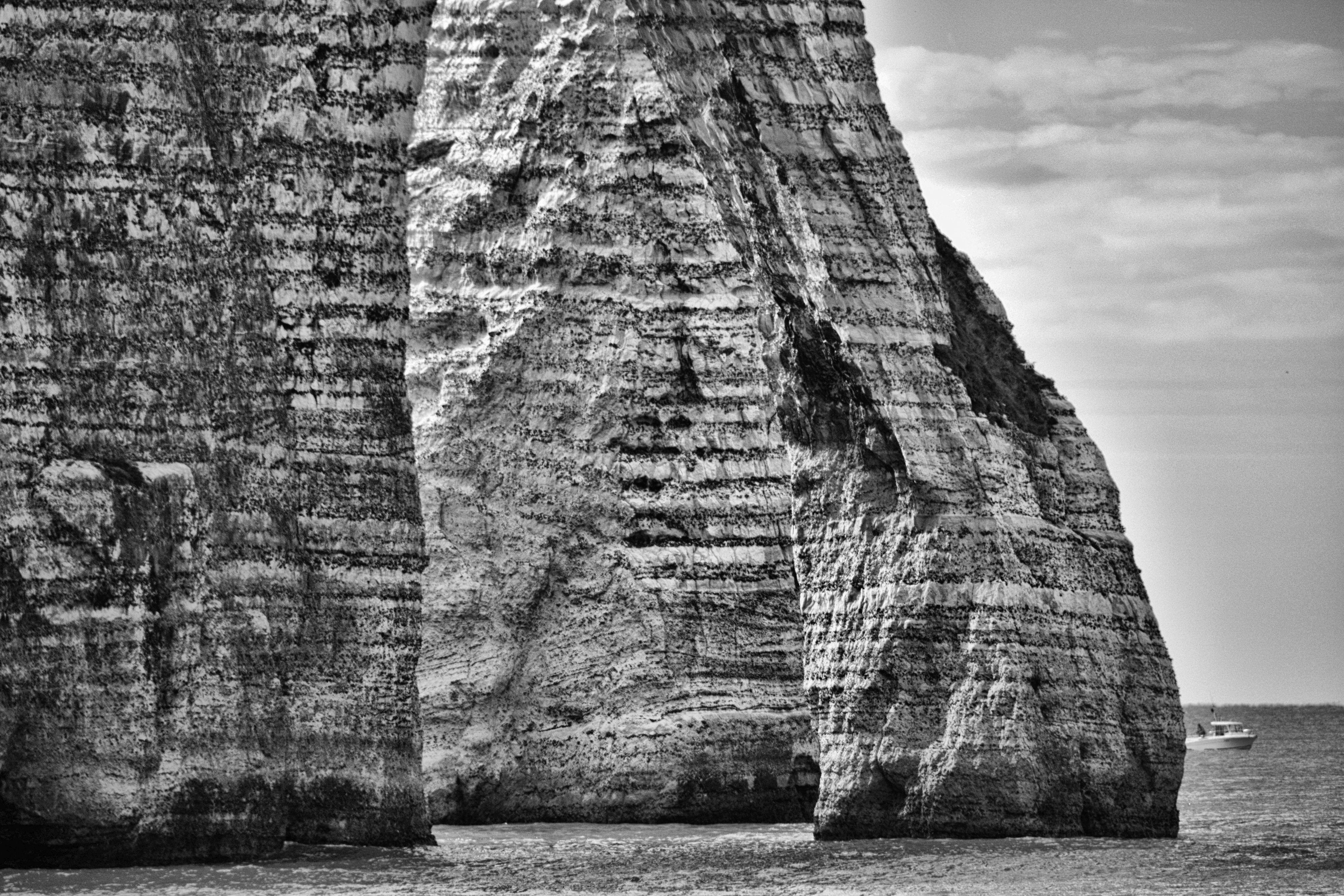 exposition-en-ligne-dans-la-falaise