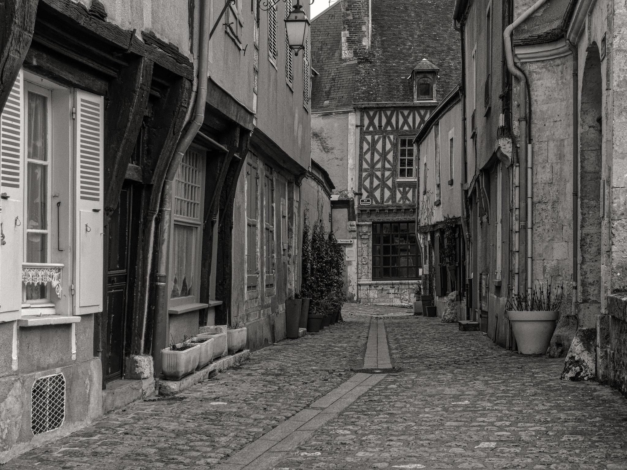 vieille-ruelle-de-village