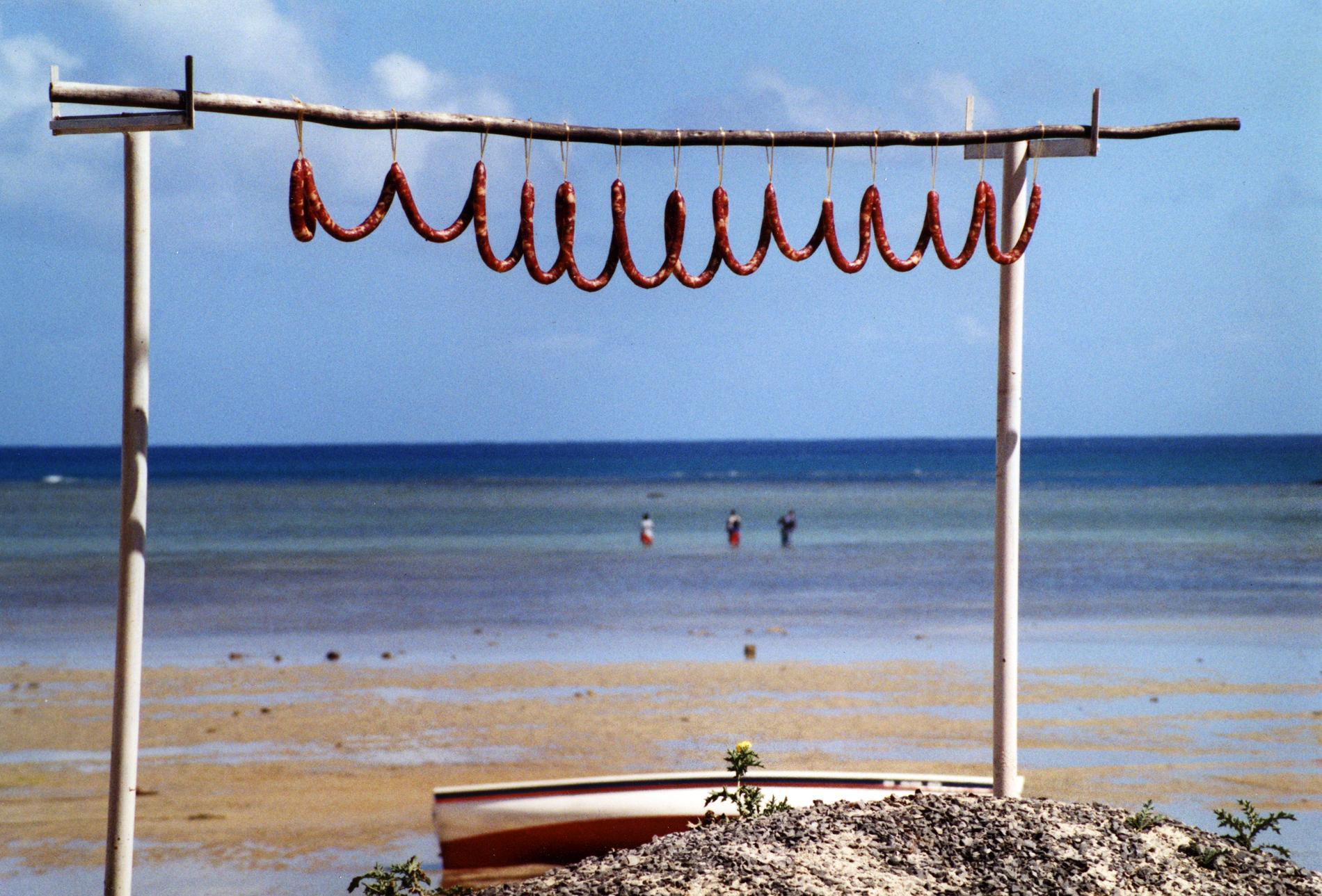 saucisse-qui-seche-sur-la-plage