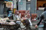 saucisses-sechant-dans-la-rue
